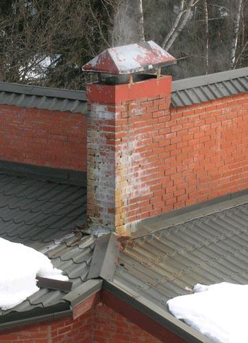 причина появления влаги на наружной поверхности кирпичной дымовой трубы газовой котельной